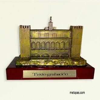 Fabricamos trofeos en resina